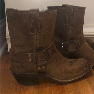 Hardly worn Frye boots